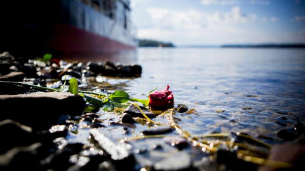 MINNER: Fra treårs-markeringen for 22. juli tragedien. Her på landsiden på Utøya. Foto: Christian Roth Christensen / Dagbladet