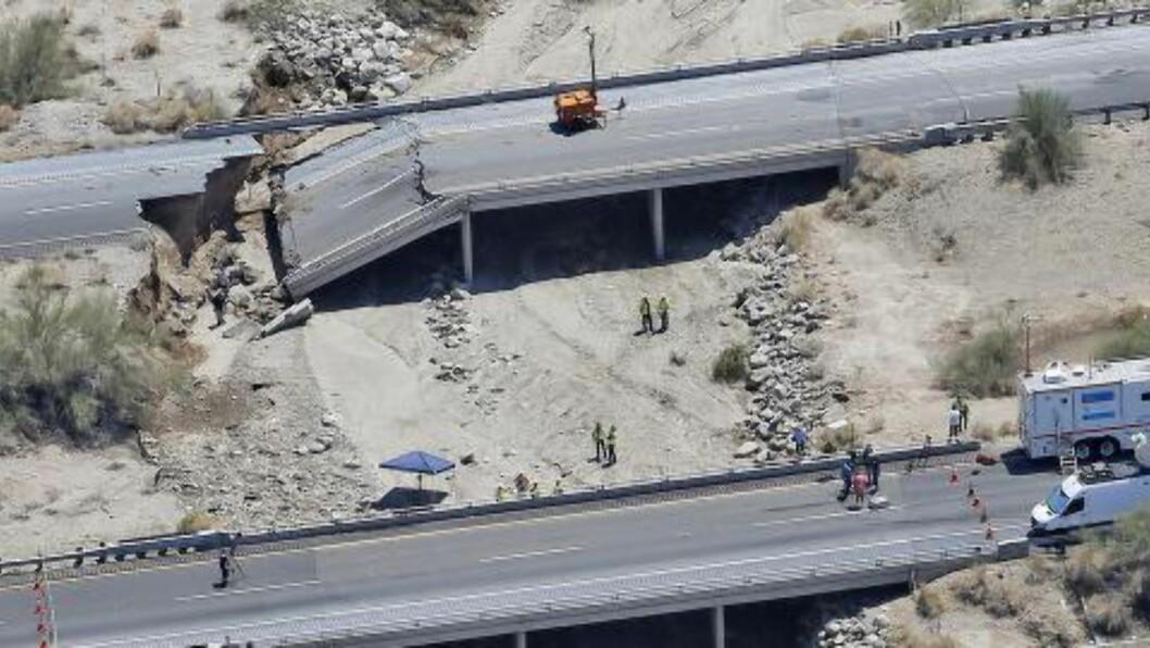 <strong>STENGT LENGE:</strong> Interstate 10 knytter to av USAs storbyer sammen, men hovedfartsåren mellom de to byene kommer til å være stengt i lang tid etter brukollapsen. Foto: (AP Photo/Matt York/NTB scanpix)