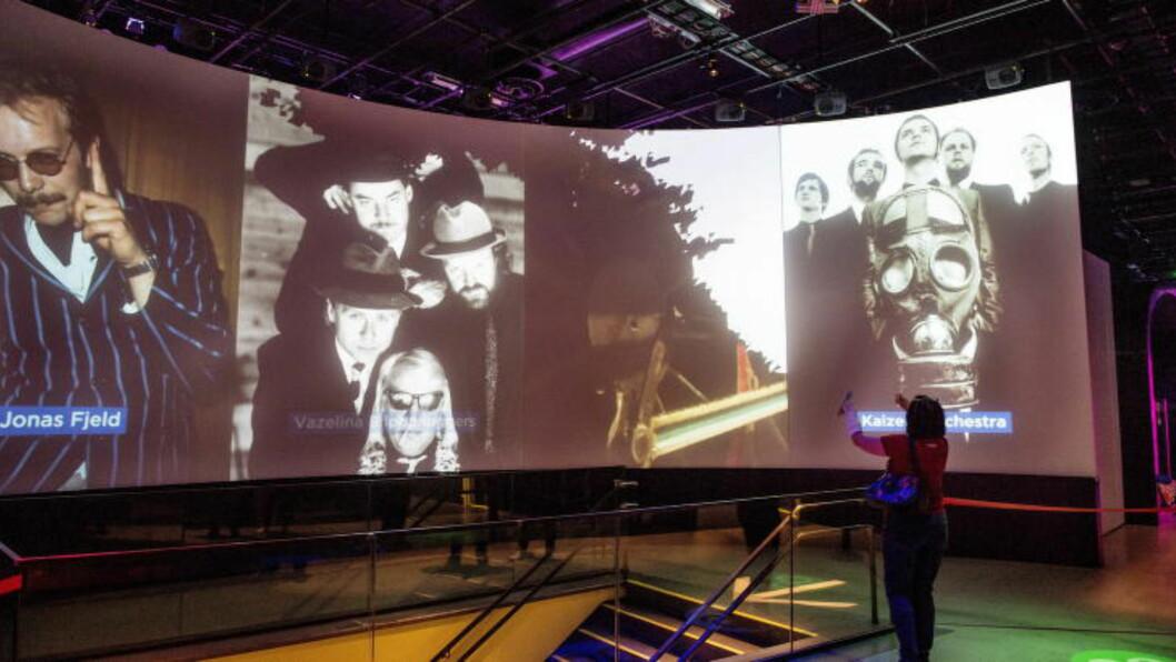 <strong> HEDERSVEGGEN:</strong>  Dine bevegelser utløser videoskjermene så du kan se og høre dine norske musikkfavoritter. Foto: JOHN T. PEDERSEN