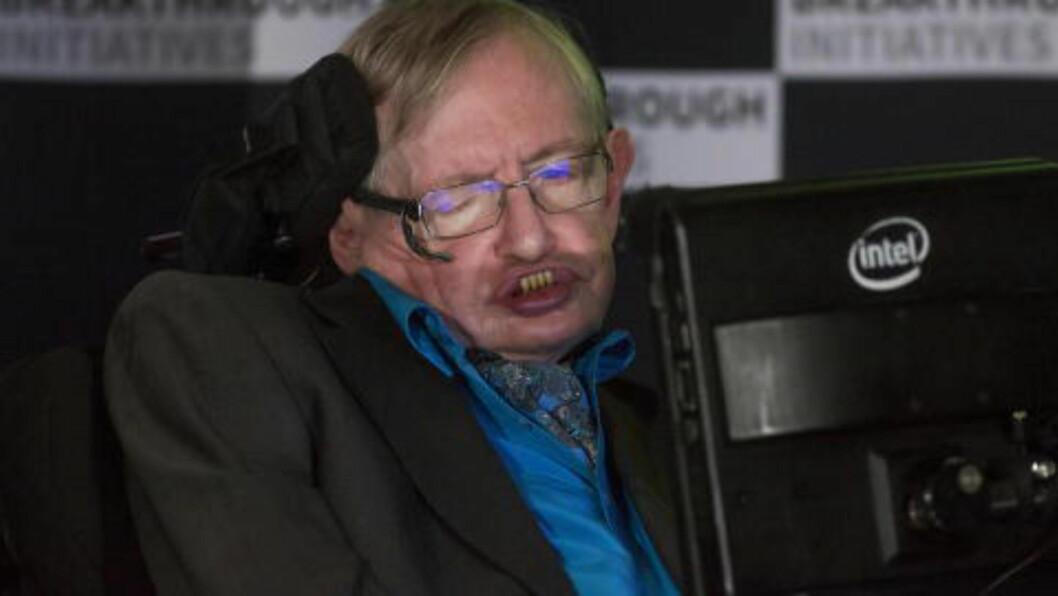 <strong>BER OM FORBUD:</strong> Professor Stephen Hawking er en av de som har underskrevet brevet. Foto: REUTERS/Neil Hall/NTB Scanpix