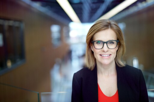 SAMSNAKK OM GAVER: Kristina Picard, forbrukerøkonom i Storebrand, sier til Dinside at det kan være lurt å samsnakke med andre gjester om å spleise på gave. Foto: STOREBRAND