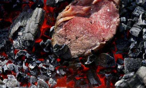 image: Ekstrem grilling: Legg biffen rett på kullet
