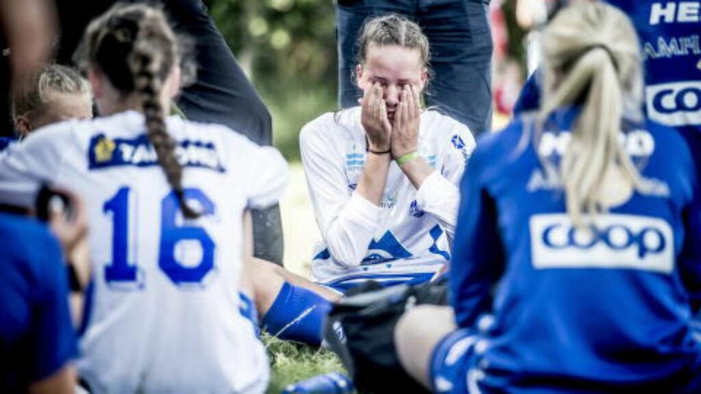 RØK UT: Det var vanskelig å holde tårene tilbake etter kampen. Foto: Thomas Rasmus Skaug