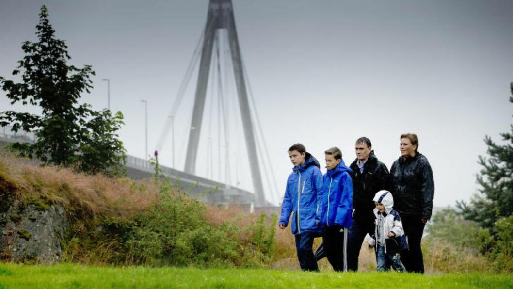 <strong>BYBRUA:</strong> For å komme seg inn til Stavanger sentrum og hjem igjen til Hundvåg, må familien på fem krysse Bybrua. Det blir dyrt. Foto: Bjørn Langsem / Dagbladet