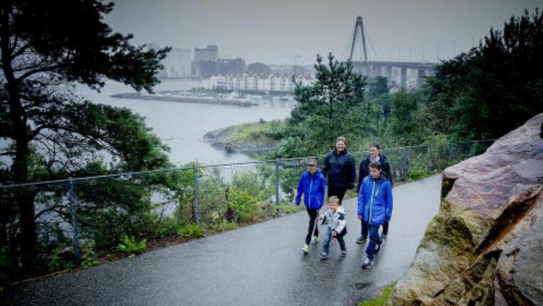 <strong>HJEMSTEDET:</strong> Pappa Geir er født og oppvokst på Hundvåg. - Vi vet ikke hvor lenge vi holder ut, sier familien nå. Foto: Bjørn Langsem / Dagbladet