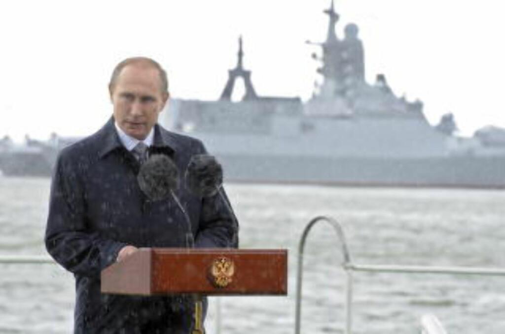 KRAVLISTE:  Russland har nå fremmet sine krav på den forlengede konitinentalsokkelen mot Nordpolen - her president Vladimir i Kaliningrad under marinens dag 26. juli i år. Foto: Mikhail Klimentyev/Kreml/Ria Novosti/Reuters/NTB Scanpix.