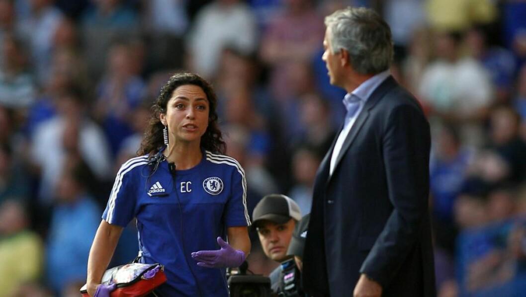 DÅRLIG STEMNING: Den dårlige stemningen mellom klubblege Eva Carneiro og José Mourinho når nye høyder. Nå fratar manageren legen nesten alle hennes oppgaver. Foto: NTB Scanpix