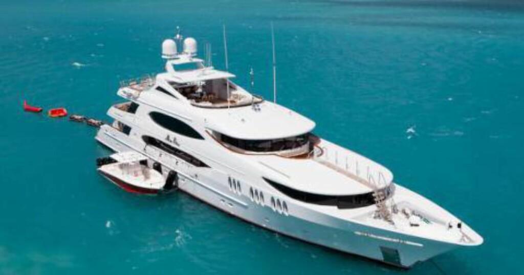 LUKSUSFERIE: Kronprinsfamilien var om bord på luksusyacthen «Mia Elise» utenfor Italia i sommer. Ifølge Se og Hør er leieprisen på to millioner kroner i uka. Foto: CharterWorld