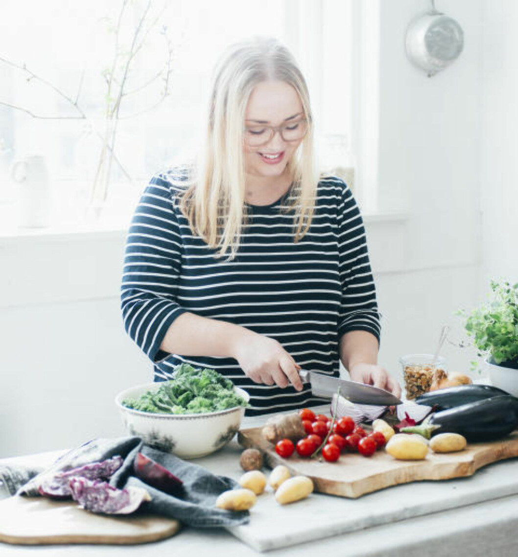 - Jeg spiser stort sett frukt og grønt, og så bruker jeg heller kjøtt som tilbehør, sier Balas. Foto: ANNE VALEUR / KAGGE