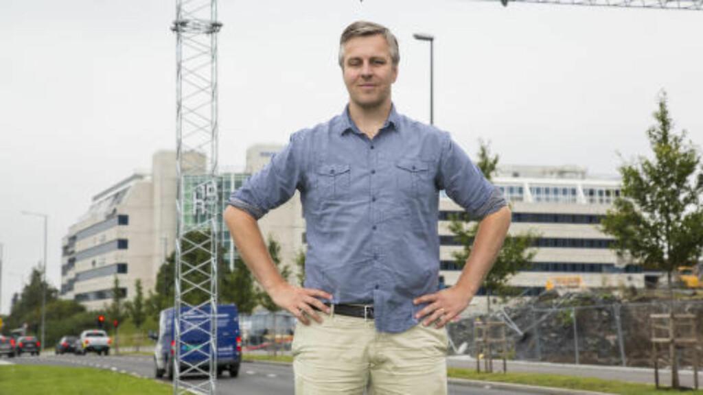 PENDLER:  Amund Røhne er en av de som bruker mengder av kroner på pendling til og fra Oslo. Nå vil han prøve seg med elbil. Foto: Morten Eik