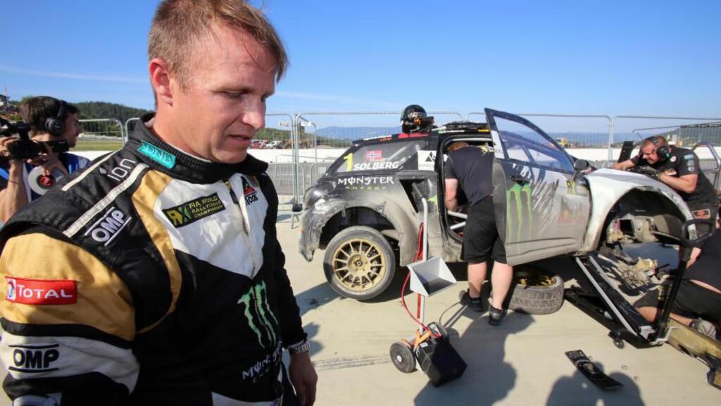 ALDRI I NÆRHETEN: Petter Solberg var sjanseløs i kampen mot Timmy Hansen i VM-runden i rallycross, men kjørte kontrollert inn til annenplass. Foto: Jørgen Steinli / NTB scanpix