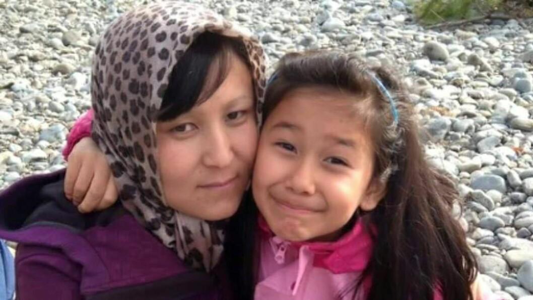 <strong>FIKK FØRST OPPHOLD:</strong> Da mamma Noorya og Farida kom til Norge i 2011, fikk de opphold på humanitært grunnlag. Men da faren plutselig dukket opp, forsvant oppholdstillatelsen. UNE mener familien løy, mens de sjøl mener de har vært ærlige fra dag én. Foto: Silje Jøranli