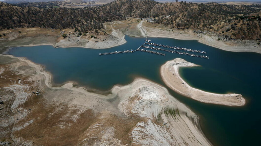 <strong>IKKE MYE VANN HER HELLER:</strong> California lider av ekstremtørke for fjerde året på rad. Det er ikke flust med vann i innsjøene heller, som her i Millerton Lake i San Joaquin River, Friant, California. Foto: REUTERS/Lucy Nicholson/NTB Scanpix