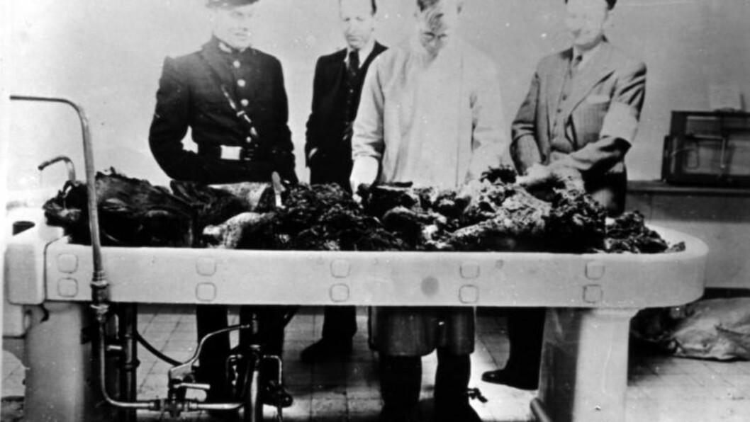 <strong>TERBOVENS LEVNINGER:</strong> Da politiet ankom Skaugum 9. mai 1945, fant de et krater i golvet i bunkeren. Og levningene etter Hitlers rikskommisær Josef Terboven, som hadde styrt Norge med dikatoriske fullmakter siden 1940. Ei uke etter at Der Führer tok selvmord, valgte også Terboven døden som vei vekk fra ansvaret. Foto: Militær Samling Gausdal