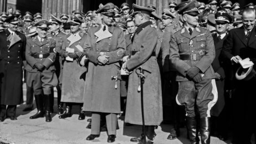 <strong>HØSTTAKKEFEST:</strong> Bildet er tatt i forbindelse med høsttakkefesten på Universitetsplassen i Oslo i 1941. Rikskommisær Josef Terboven (i midten) talte. Foto: Foto: Kihle og Johnsen / NTB scanpix