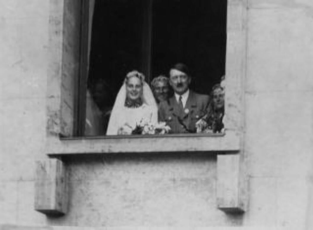 <strong>FORLOVER:</strong> Adolf Hitler var forlover da Josef Terboven giftet seg med Ilse Stahl i Essen i 1934. Samme kveld som han tok sitt eget liv sa han følgende til hovmester Reimer på Skaugum: «Om De kommer til Tyskland og tilfeldig treffer min familie, vennligst hils til min hustru». Ilse døde i 1972. Foto: NTB Scanpix