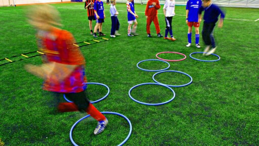 ENDA BEDRE:  Tanken med private fotballskoler er å gjøre de beste talentene enda bedre ved å starte med kvalitetstrening så tidlig som mulig. Her fra en økt på Norsk Fotballakademi. FOTO: Olav Urdahl.