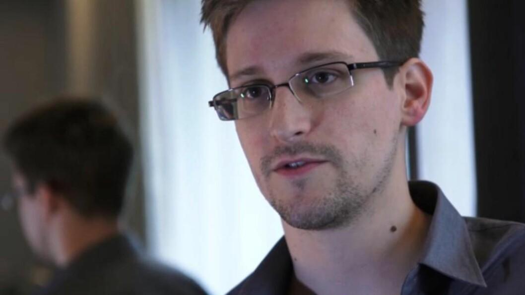 <strong>HONG KONG-INTERVJU:</strong> For å unngå å bli fengslet i USA, ble varsleren Edward Snowden tvunget til å oppholde seg utenlands. På dette bildet fra juni 2013 intervjues han i Hong Kong av den britiske avisa the Guardian. Foto: AFP/The Guardian