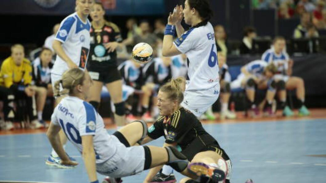 <strong>TØFF:</strong> Marit Malm Frafjord ga alt i duellene med russiske Dinamo-Sinara i Champions League-semifinalen i går. I dag spiller hun finale mot montegrinske Buducnost.