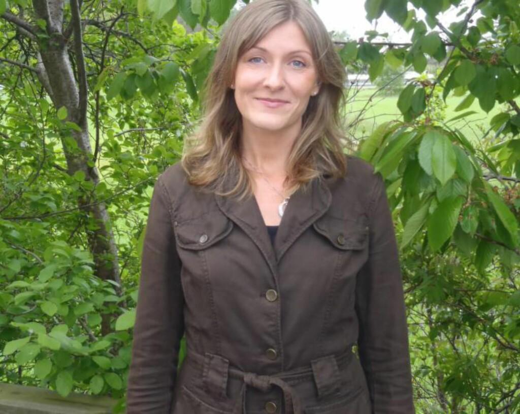 FLÅTTFORSKER: Vivian Kjelland forsker på flått ved Universitetet i Agder og står bak den nye studien. Foto: Privat