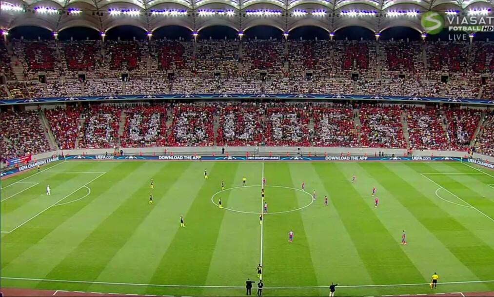 <strong>«BARE DYNAMO BUCURESTI»:</strong> Steaua-fansen fikk hjelp av rivalene Dynamo sine fans. Det burde de ikke gjort. Foto: Skjermdump, Viasat/Viaplay