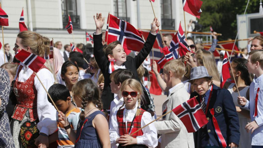 <strong>PASS PÅ:</strong> Kos deg i finstasen på 17. mai, sånn som barna på Slottsplassen i fjor, men pass på verdisakene. Arkivfoto: Lise Åserud / NTB scanpix