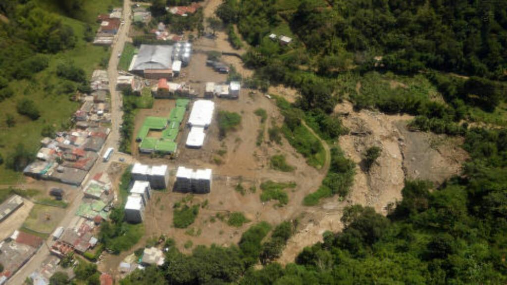 OVERSIKT: Dette bildet viser deler av ulykkesstedet i Colombia. Foto: Xinhua/Cesar Carrion/Colombia's Presidency