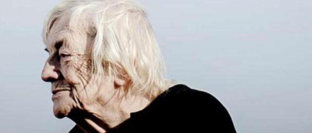 image: Margit Sandemo (91) gleder seg over stadige besøk av sin avdøde ektemann