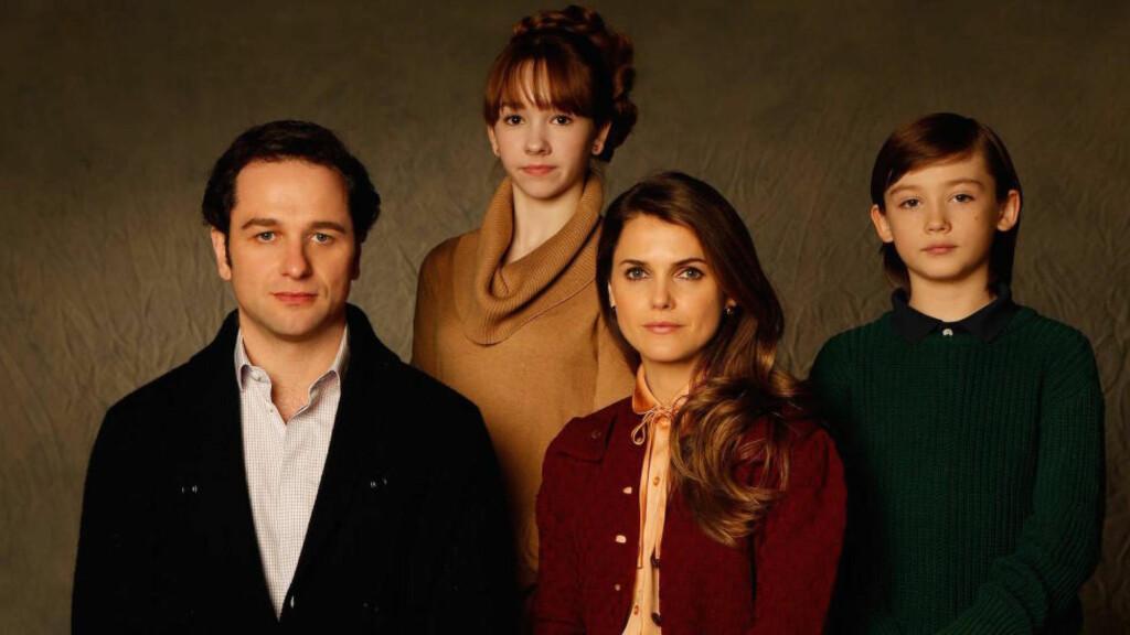 FAMILEDRAMA: Familien Jennings er ikke helt som andre amerikanske forstadsfamilier. Foreldrene, Elizabeth og Philip, er i virkeligheten sovjetiske agenter. Foto: Netflix