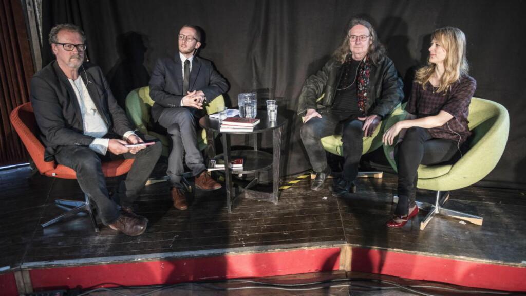LITTERATURDEBATT: F.v. debattleder Fredrik Wandrup og forfatterne Lars Petter Sveen, Ingvar Ambjørnsen og Helene Uri diskuterte de selvbiografiske romanene på litteraturfestivalen på Lillehammer i dag. Foto: Lars Eivind Bones / Dagbladet