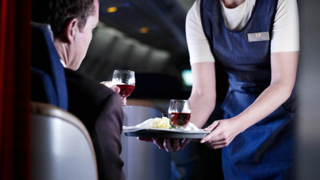 <strong>KNIPER IGJEN:</strong> Flyselskapet SAS kniper inn på alkoholtilbudet på Europa-flygninger. Dette bildet er tatt på en interkontinental flytur, der SAS fremdeles opererer med business-klasse. Foto: NTB Scanpix