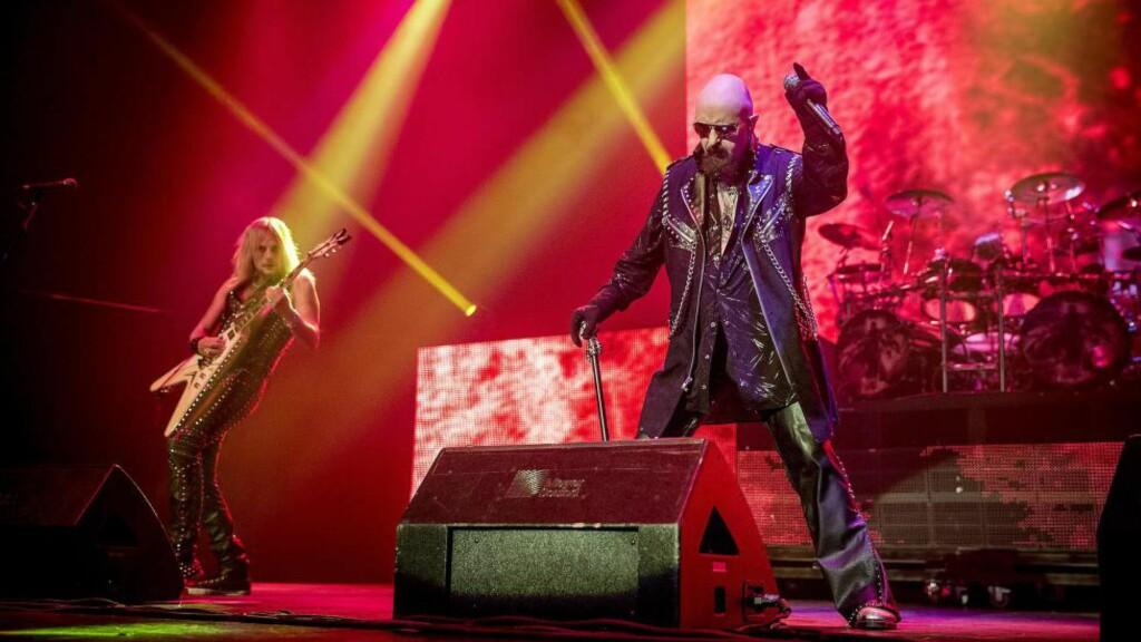 METALGUDEN: Rob Halford i ett av hans minst femten metal-antrekk for kvelden. Foto: Bjørn Langsem/Dagbladet