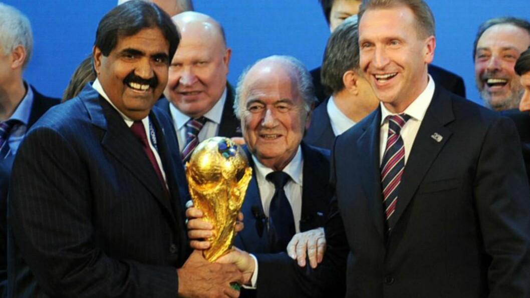 <strong>JUBLET:</strong> Qatars emir Sheikh Hamad bin Khalifa Al-Thani, FIFA- president Sepp Blatter og den russiske visestatsministeren Igor Shuvalov jublet i desember 2010, da det ble kjent at Russland og Qatar skal arrangere fotball-VM i henholdsvis 2018 og 2022. Blatters avgang har ført til ny debatt om hvorvidt mesterskapene, spesielt i Qatar, vil bli avholdt. Foto: Philippe Desmazes / AFP