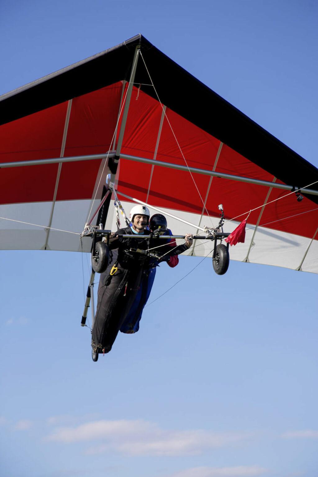 VEKTLØS: Jan opplever det han har drømt om. Han flyr. Foto: LARS MYHREN HOLAND