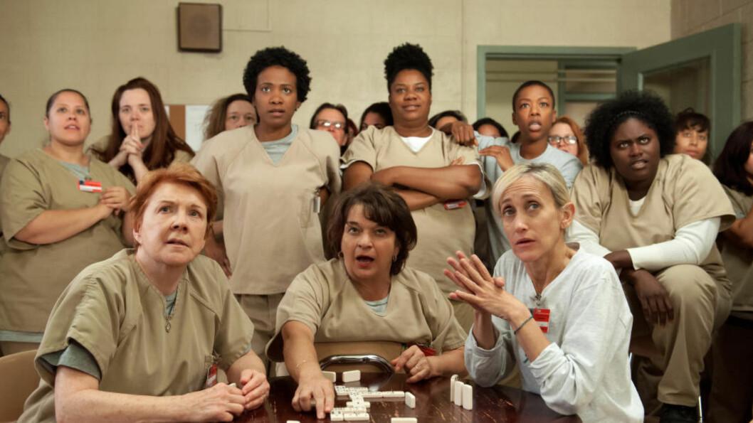 <strong>RIKT ROLLEGALLERI:</strong> I tredje sesong av «Orange is The New Black» er det vanskeligere enn noen gang å få øye på en hovedrolle. Foto: Jojo Whilden/Netflix