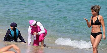 image: Vi bestemmer om vi går på stranden nakne eller i burkini