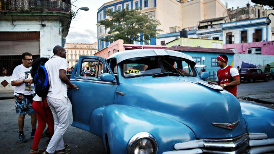<strong>TA TAXI:</strong> «Kjører du via Línea eller 23. gate?» er et vanlig spørsmål når du skal ha bil fra gamlebyen i Havanna til Vedado. Foto: NINA HANSEN