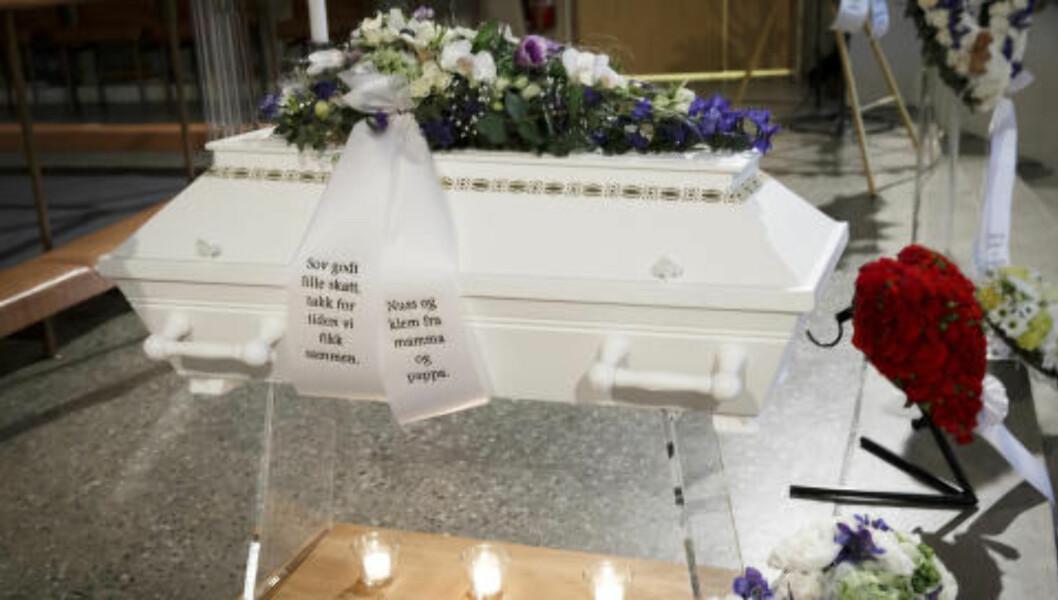 «SOV GODT»: Sebastian gravlegges i Kirkelandet kirke i hjembyen Kristiansund. Foto: Heiko Junge / NTB Scanpix