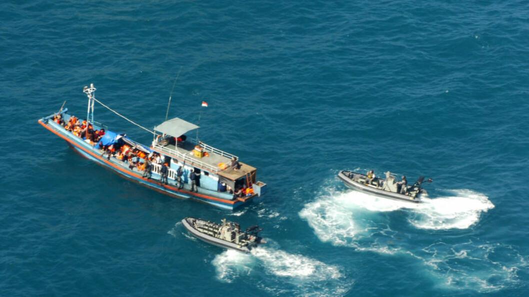 <strong>BESKYLDES FOR BESTIKKELSER:</strong> Australske myndigheter skal angivelig ha betalt i underkant av 240 000 kroner til menneskesmuglere for at de skulle snu båten med flyktninger og frakte dem tilbake til Indonesia. Dette bildet er tatt nord for landet, i 2009. Foto: AP Photo / NTB scanpix