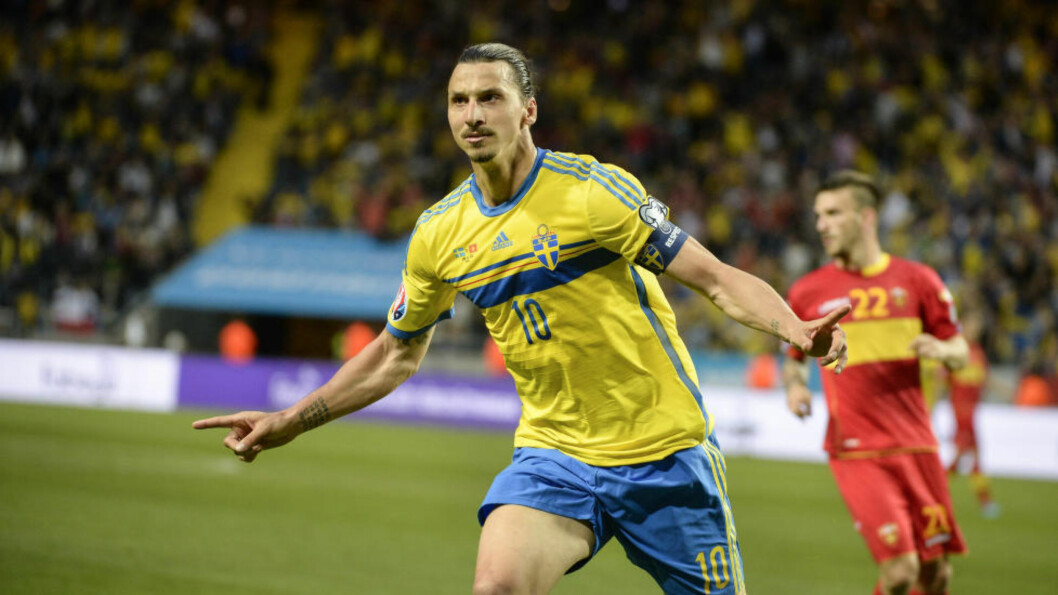 <strong>OVERLEGEN:</strong> Sveriges Zlatan Ibrahimovic senket Montenegro og sendte Sverige et langt steg mot EM. Foto: Jessica Gow / TT / kod 10070