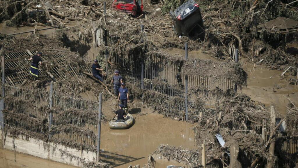 STORFLOM: Flommen har gjort enorme skader på dyreparken i Tbilisi. Foto: David Mdzinarishvili / Reuters / NTB scanpix