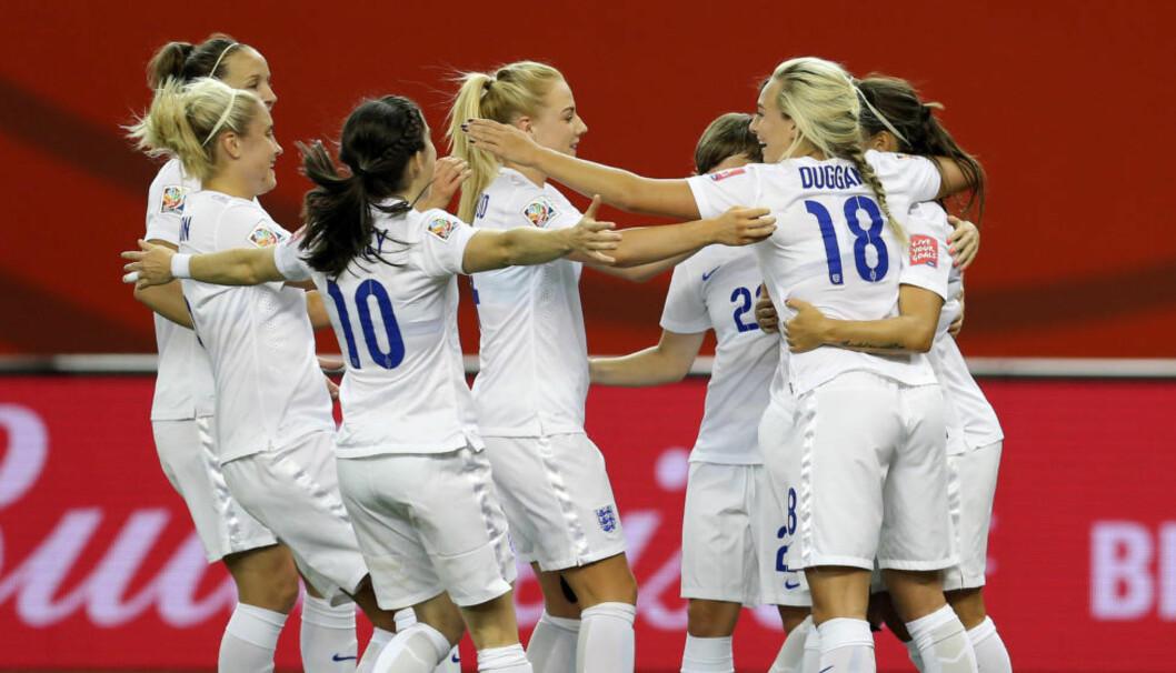 <strong>ENGELSK SEIER:</strong> De engelske jentene jubler etter en av de to scoringene mot Colombia i fotball-VM seint i kveld. Nå blir de engelske jentene Norges motstander i åttedelsfinalen. Foto: NTB Scanpix