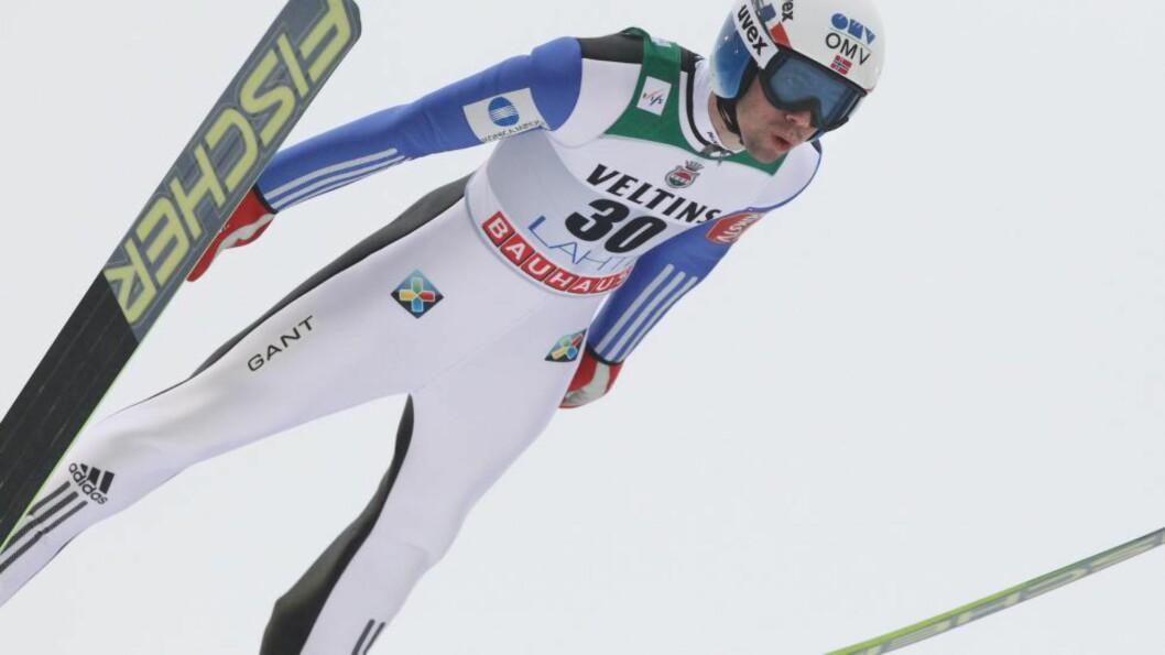 <strong>NUMMER TO:</strong> Severin Freund tok sesongens sjette verdenscupseier i finske Kuopio tirsdag. Anders Bardal leverte et solid hopprenn og ble nummer to. Foto: EPA/PEKKA SIPOLA FINLAND OUT