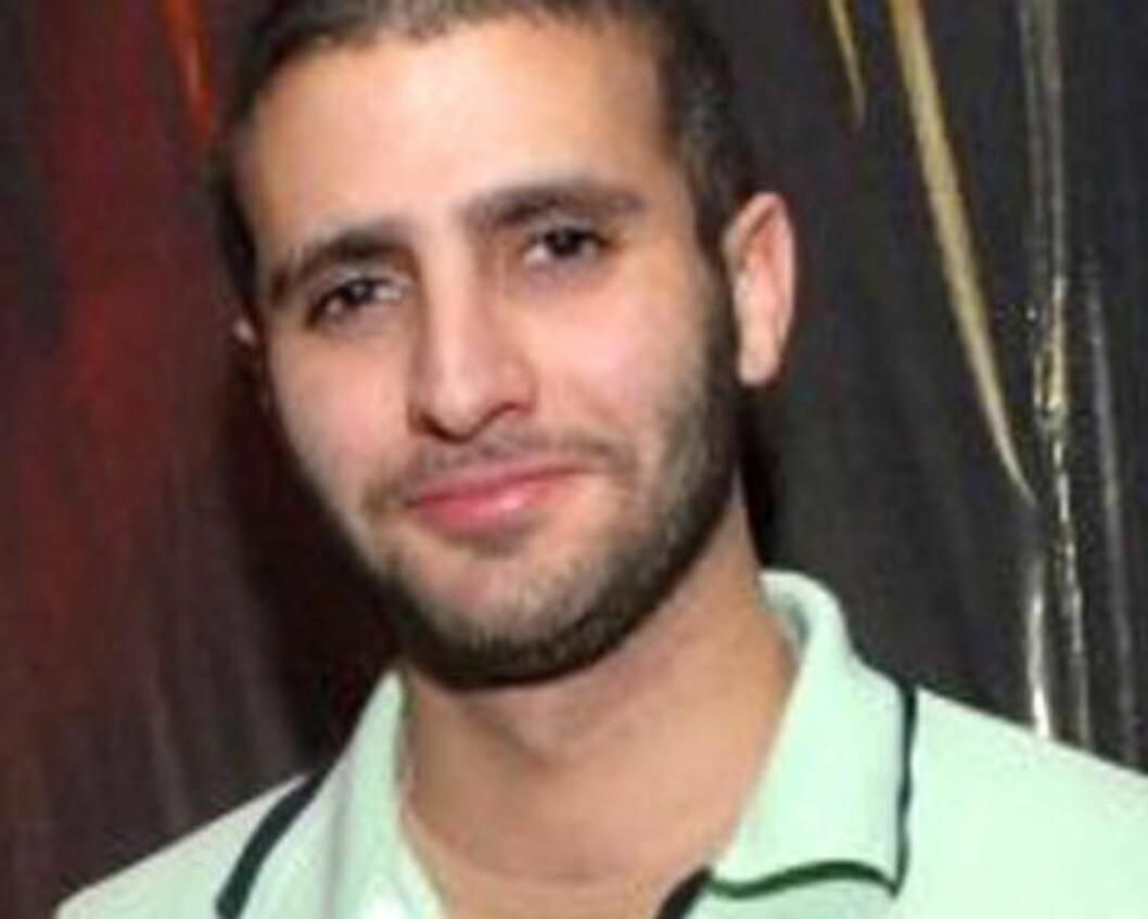 <strong>GÅR FRI:</strong> Hovedmistenkte Farouk Abdulhak (28) er internasjonalt etterlyst, men lever et luksusliv som fri mann i Jemen fordi Storbritannia og Jemen ikke har noen utleveringsavtale. Foto: SCAN PRESS