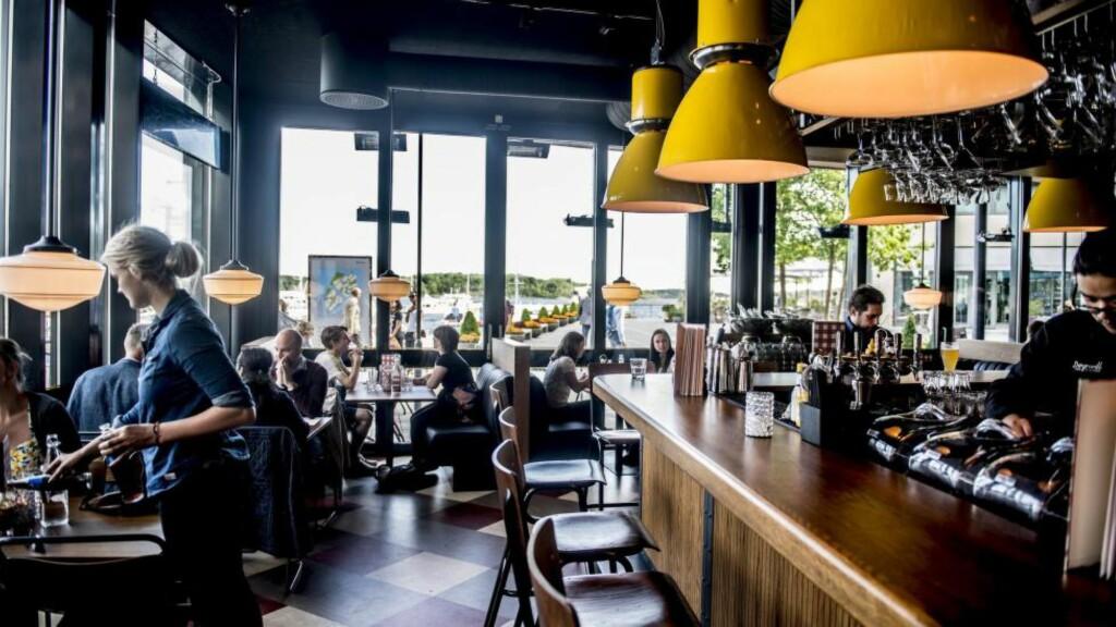 POPULÆR: Døgnvill konkurrerer med flere burgerrestauranter i området, men klarer seg fint takket med gode burgere, ujålete og varm atmosfære. Foto:THOMAS RASMUS SKAUG