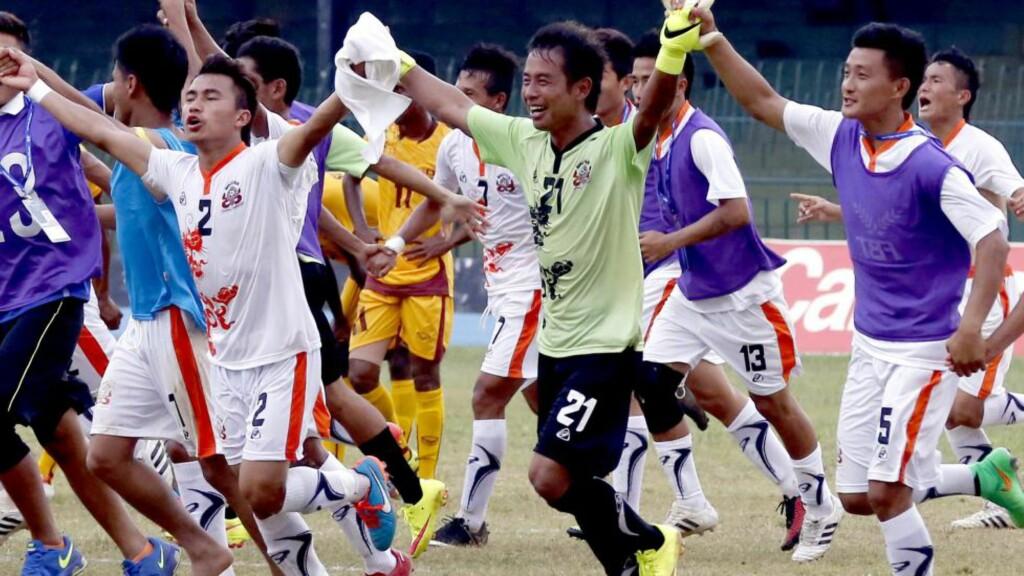 JUBELSCENER:  Ingen landslag er ranket dårligere på Fifas verdensranking enn Bhutan. I går jublet nasjonens beste menn for seier mot Sri Lanka. Foto: EPA/M.A.PUSHPA KUMARA