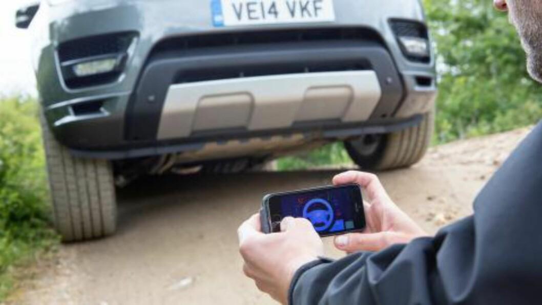 <strong>FJERN, MEN NÆR:</strong> Appen virker bare opptil ti meter fra bilen. Foto: LAND ROVER
