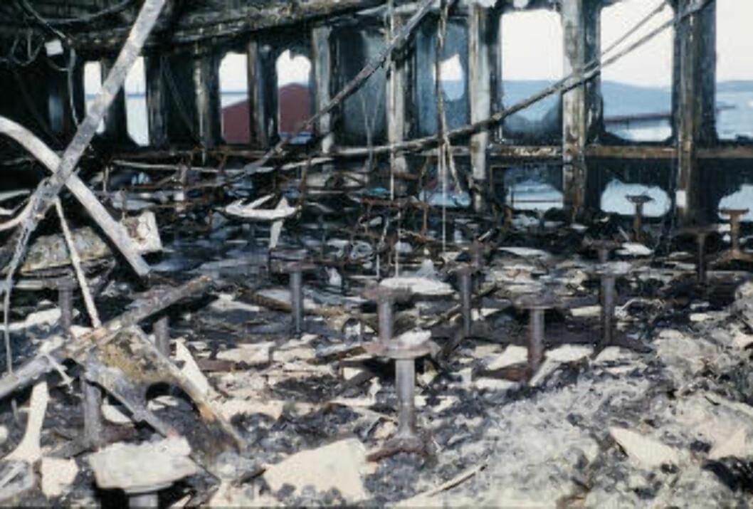<strong> 159 OMKOM:</strong>  Inne fra et av dekkene to dager etter brannen. Arkivfoto: Per Løchen, AFP/NTB Scanpix.