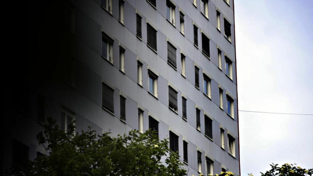<strong>BOLIGEN:</strong> Dette er blokka øst i Oslo der den terrorsiktede 18-åringen har bodd den siste tida. Foto: Øistein Norum Monsen / Dagbladet