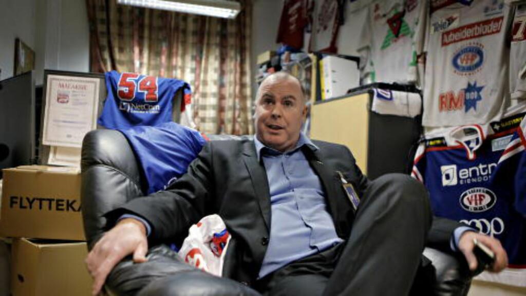 - BEDRE ENN OILERS: VIF-direktør Jan Tore Kjær mener de har vært et bedre lag enn Stavanger Oilers siden jul, og mener NM-semifinalene er helt åpne. Foto: Lars Eivind Bones